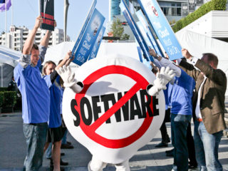 Salesforce no software stunt outside a Siebel conference